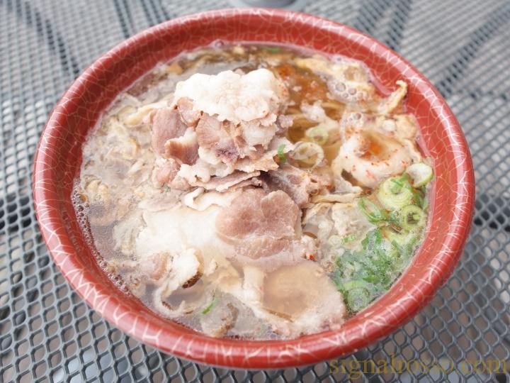 【東京競馬場グルメ】KASUYA(かすや)「肉盛りかすそば、ホルモン丼」【レポート】