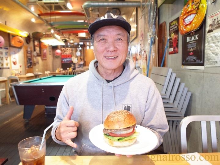 【横須賀】どぶ板通りの名店「TSUNAMI」のハンバーガーは圧倒的貫禄【ネイビーバーガー】